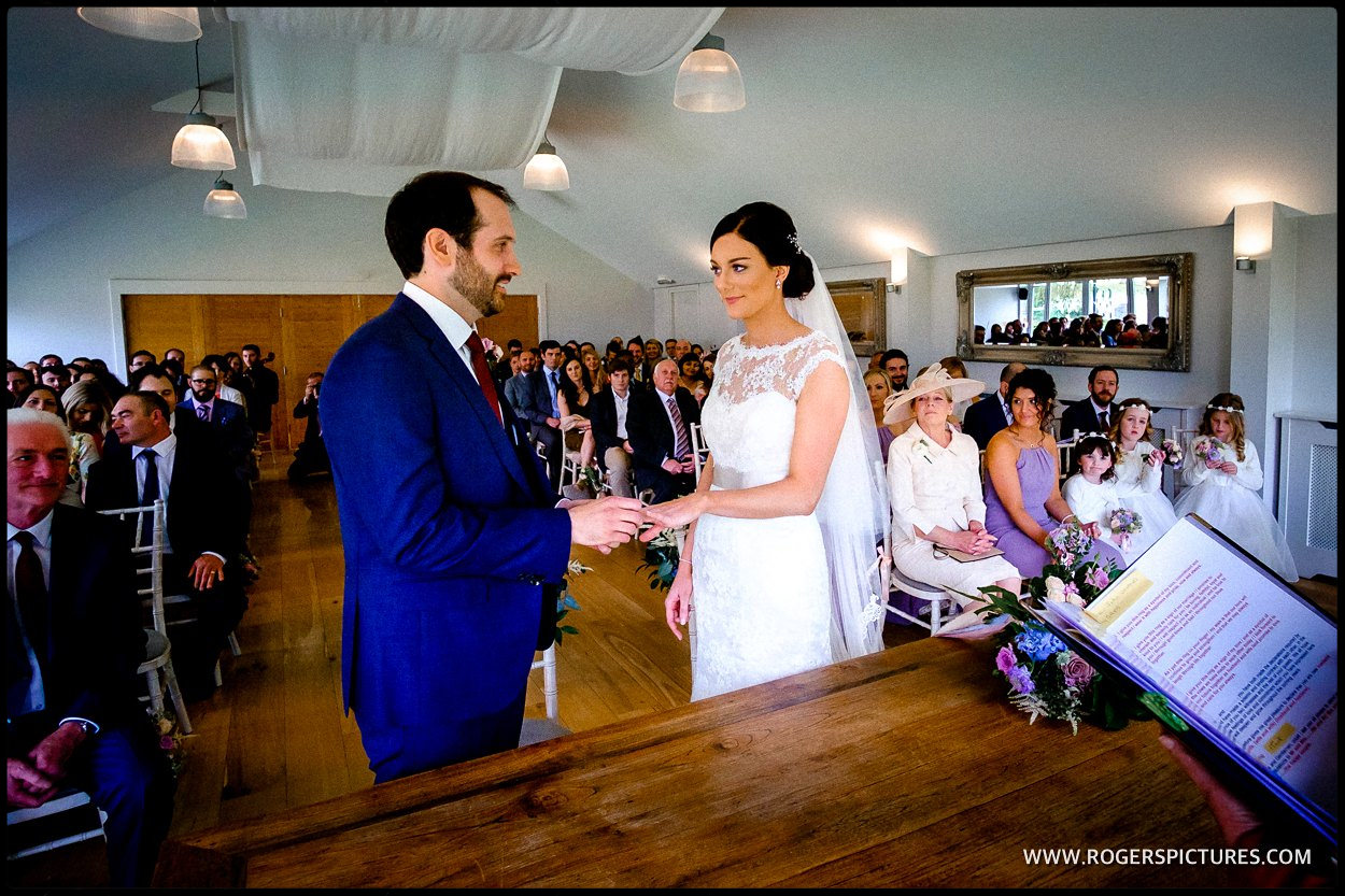 Reportage of a Berkshire wedding