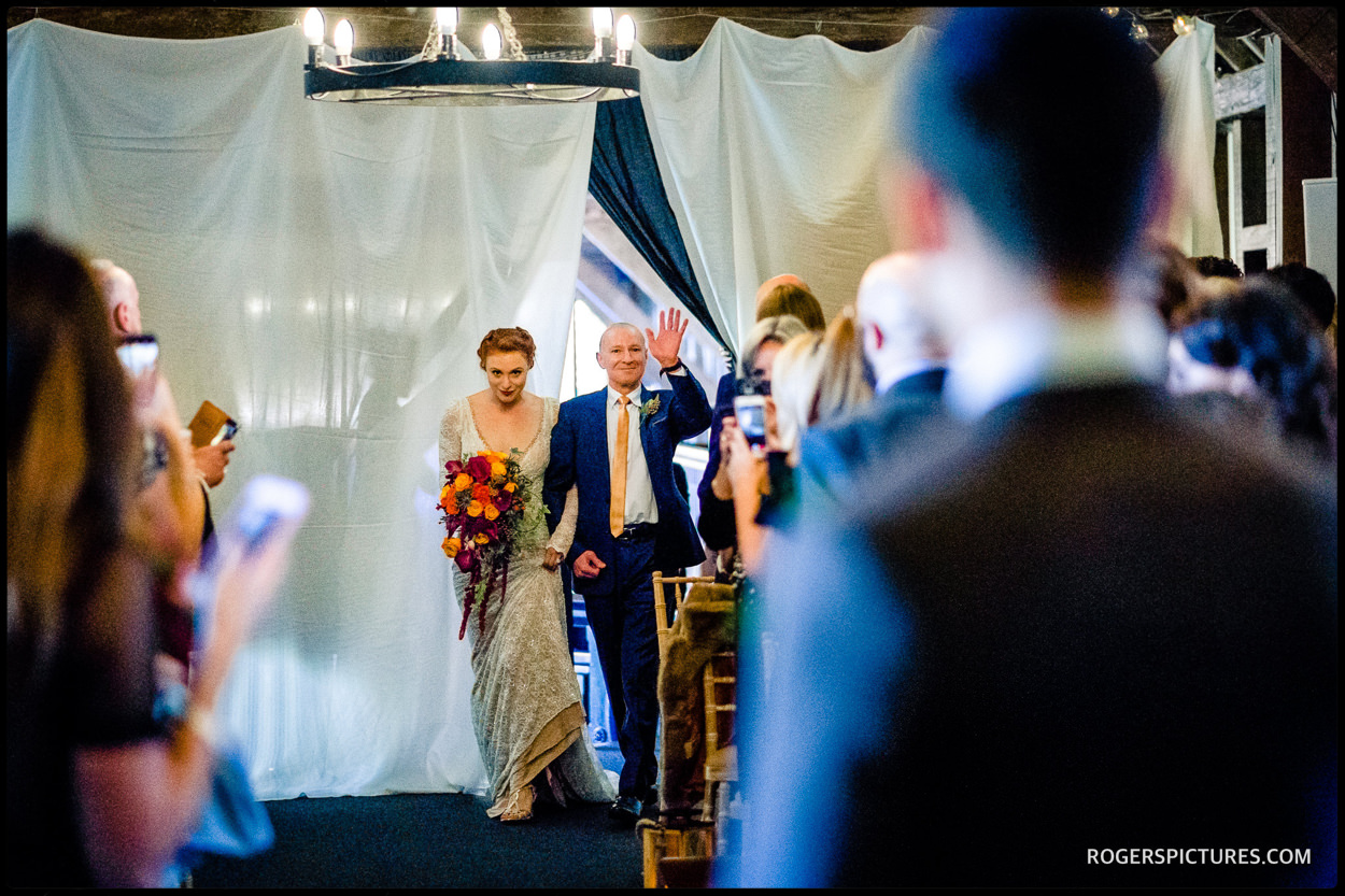 Arrival of the bride at Essendon Country Club wedding
