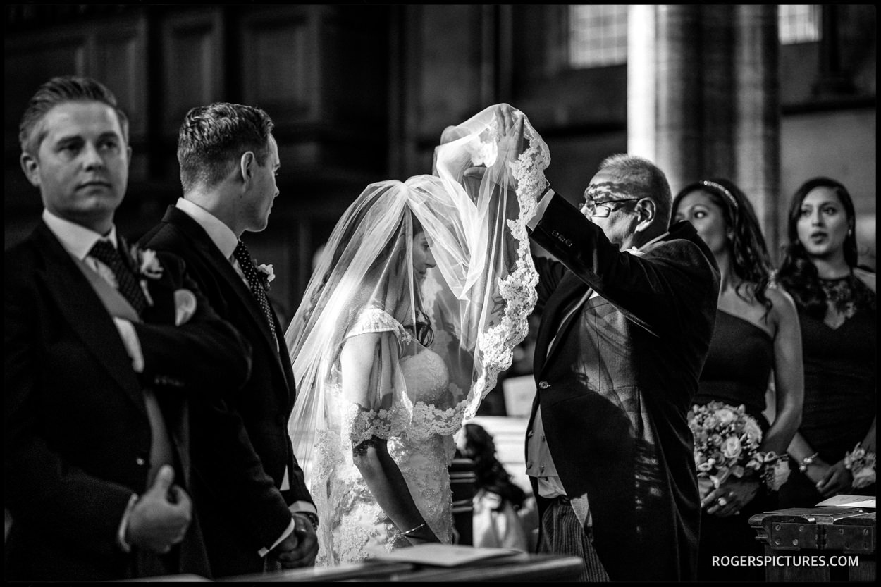 Temple Church wedding Father unveils the bride