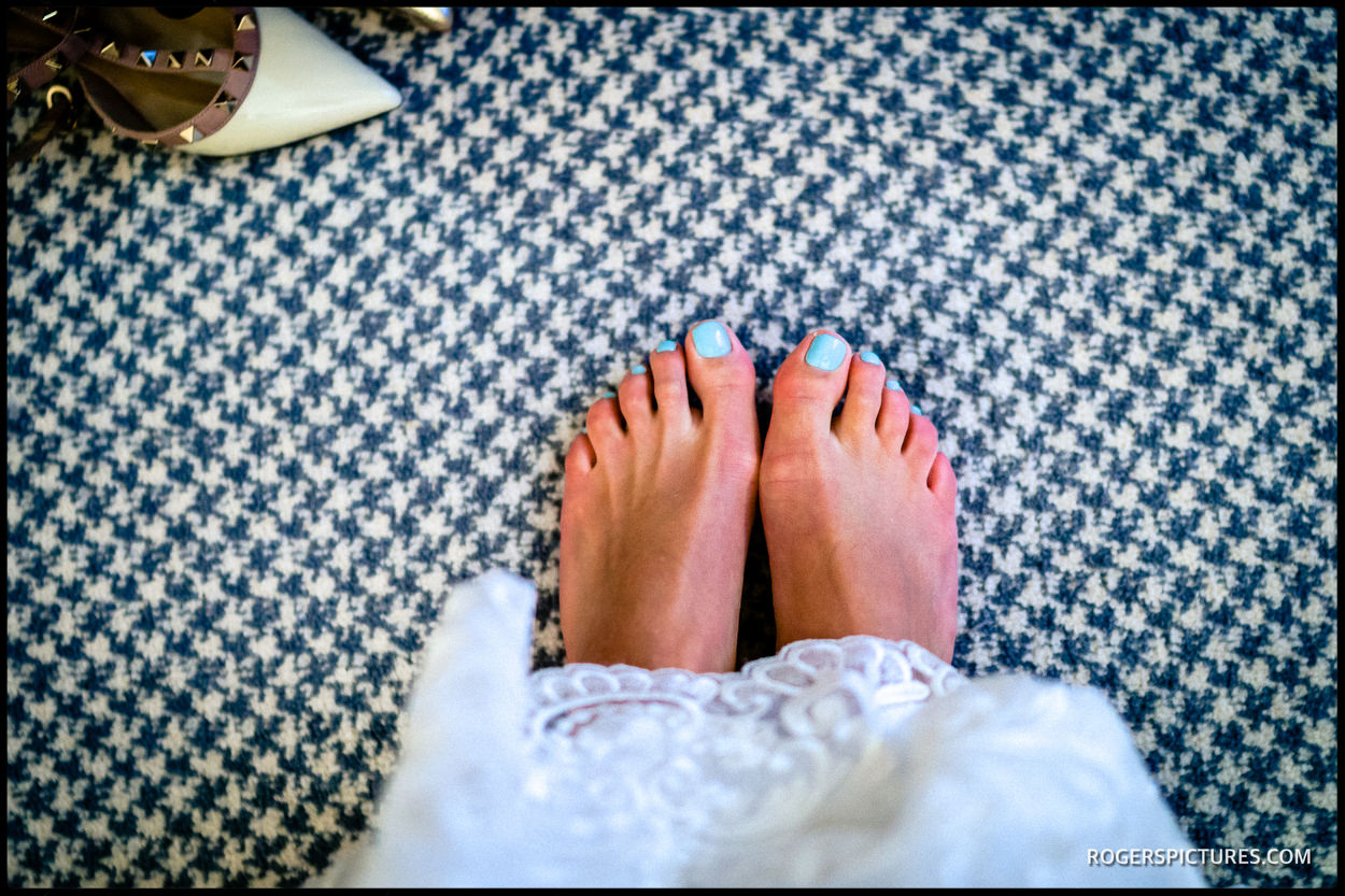 Brides painted toenails