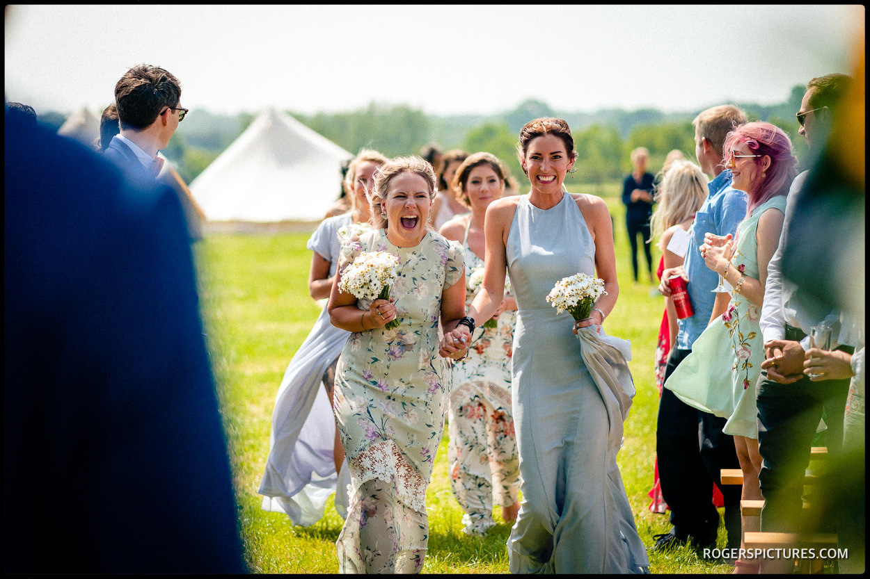 Bridesmaids arrive for outdoor wedding
