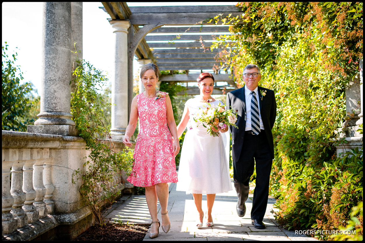 Bride and parents arrive at Hampstead Pergola and Hill Gardens for a wedding