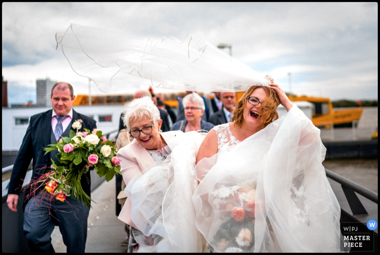 Windy weather at a Hamburg wedding