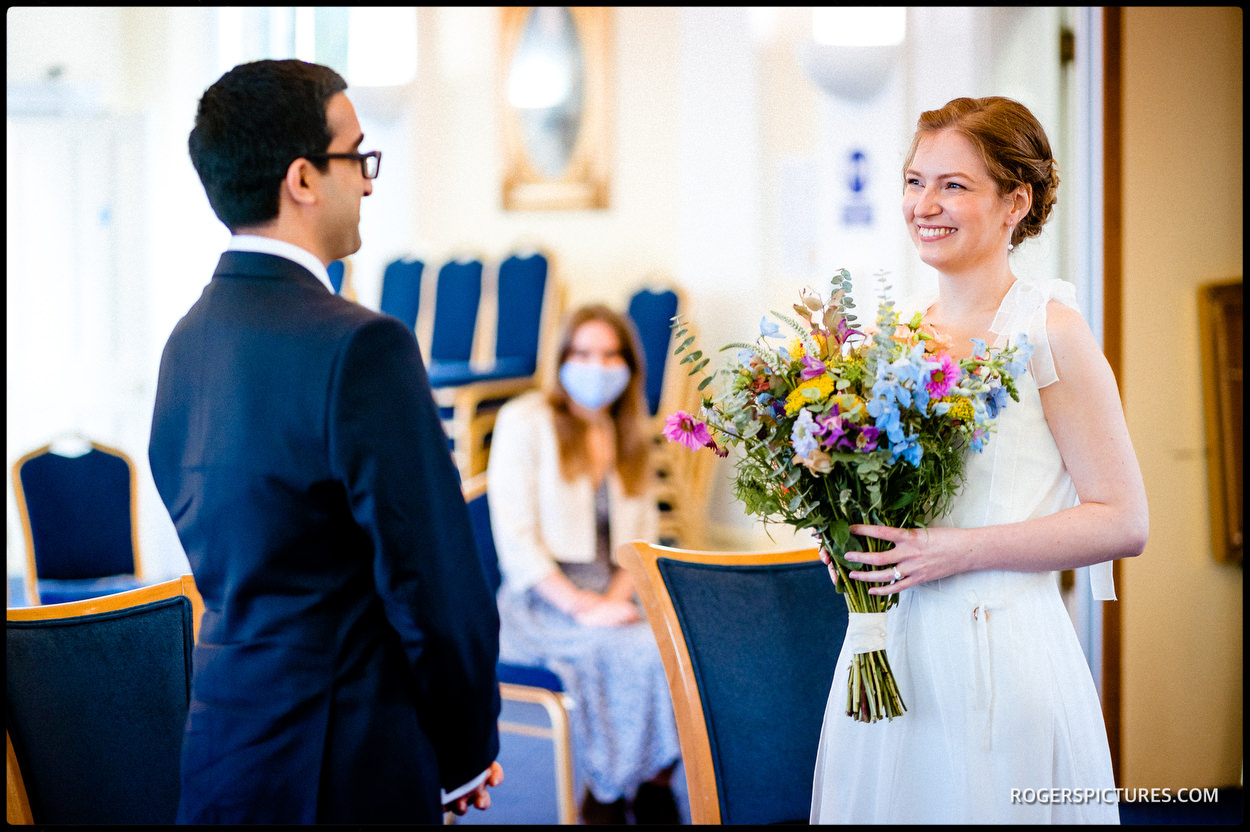 Bride and groom getting married at Tower Hamlets Registry Office Wedding