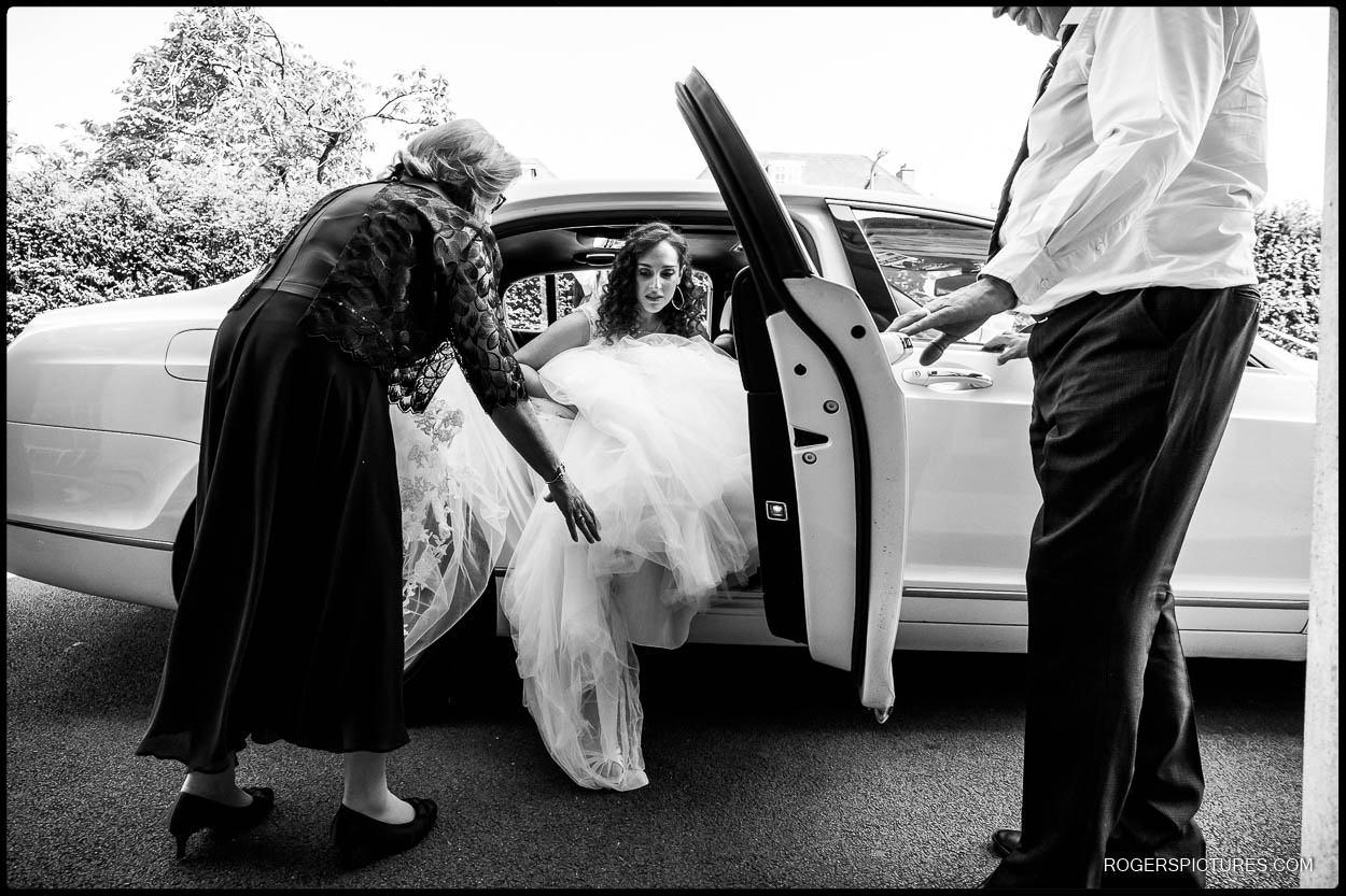Bride arriving at Hampstead Garden Suburb Synagogue